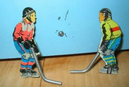 Фигурки хоккеистов. Детские игрушки прошлого.