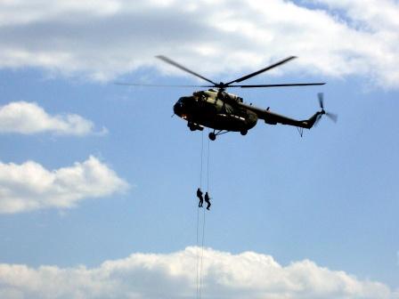 Десант с вертолета. Обои на рабочий стол.