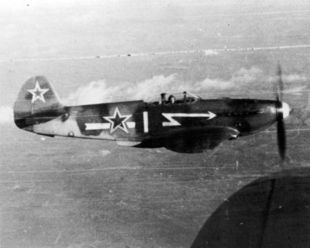 Истребитель Як-3 полка Нормандия-Неман в полете