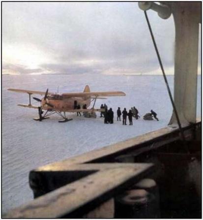 Легкий самолет в Арктике, фото.