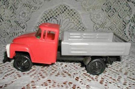 Игрушечный грузовичек, фото.