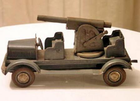 Игрушечный автомобиль  с пушкой.