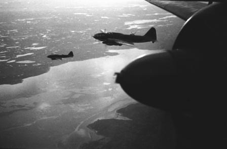 Топредоносцы Ил-4Т летят на задание