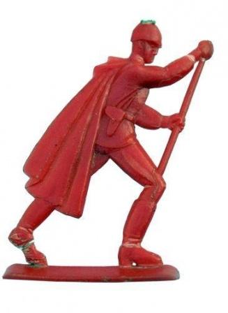 Красный солдатик крупным планом. Игрушки солдатики из СССР.