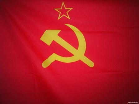 Флаг СССР развевается. Обои на рабочий стол.