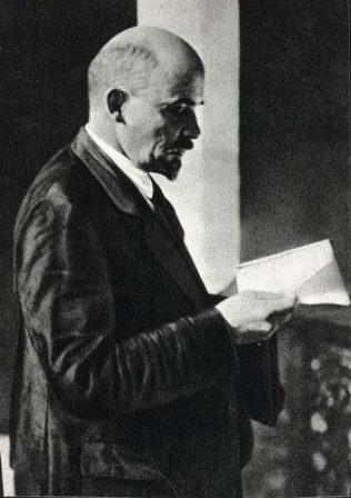В.И.Ленин  на II конгрессе Коминтерна  в Кремле.  Москва, июль-август 1920 г.
