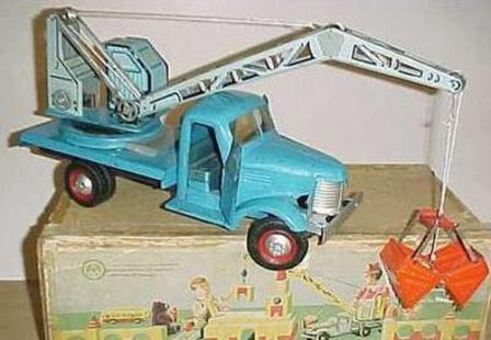 Игрушечная строительная машинка из СССР. Кран-экскаватор с ковшем.