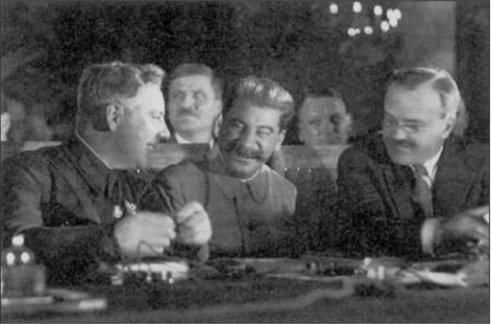 Фото во время переговоров с финнами, перед войной с Финляндией.