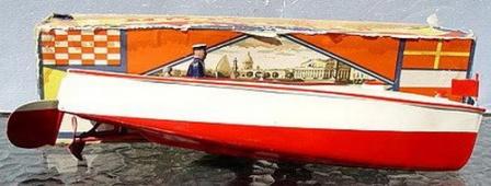 Игрушечная моторная лодка, СССР.