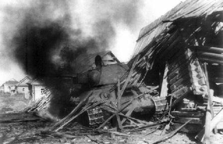 Советский танк Т-34 в бою.