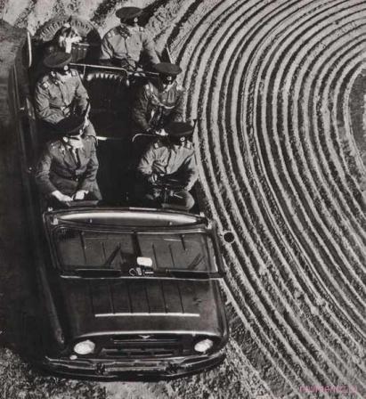 Автомобиль с военнослужащими. СССР.