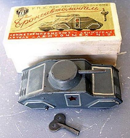 Заводной бронеавтомобиль, фото игрушек из СССР.