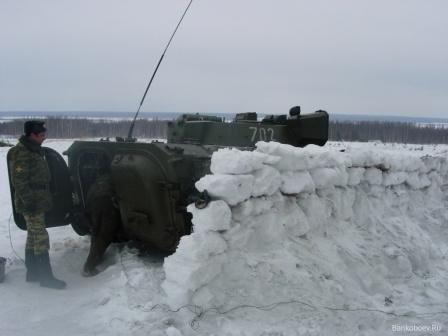 Маскировка бронетехники в снегу.