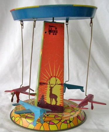 Карусель из самолетиков, детская игрушка.