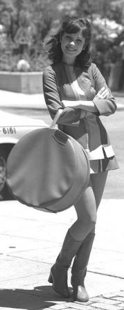 Черно-белое ретро фото девушки из СССР.