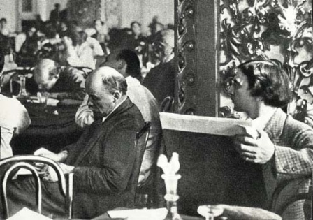 В.И.Ленин  на III конгрессе Коминтерна   (справа художник И.И.Бродский).
