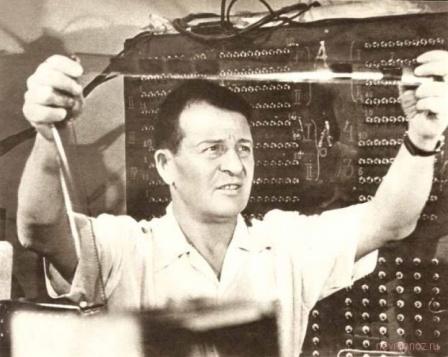 Физик за работой. Фото СССР.
