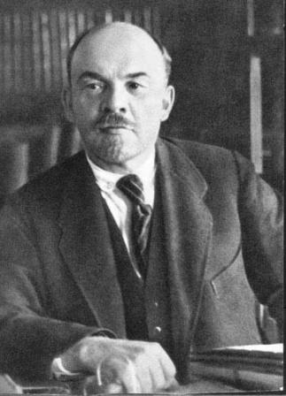 В.И.Ленин  в своем кабинете в Кремле.   Москва, 4 октября 1922 г.