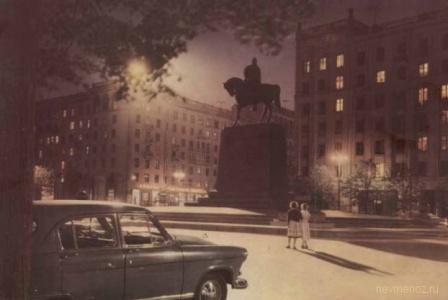 Вечер на городской площади. СССР.