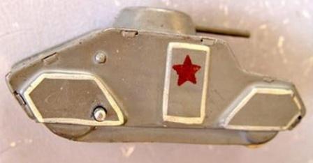 Игрушечный металлический танк.
