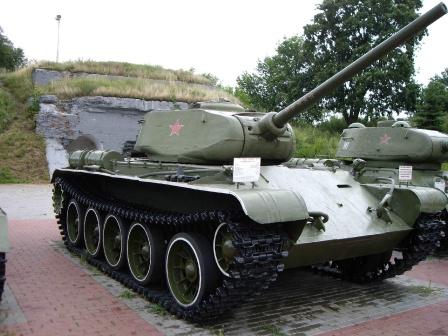 Танк т-34 на рабочий стол. Фото памятника.