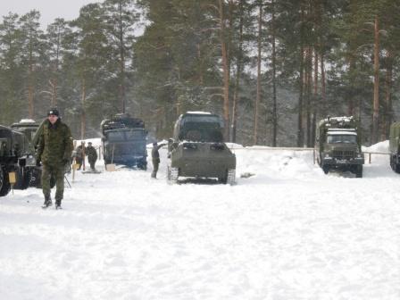 Российская военная техника в лесу.