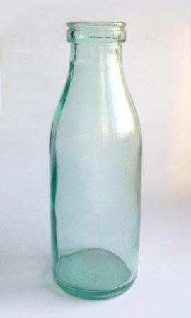 Пустая бутылка из под кефира.