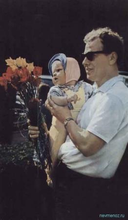 Отец с ребенком.  Фото из СССР.