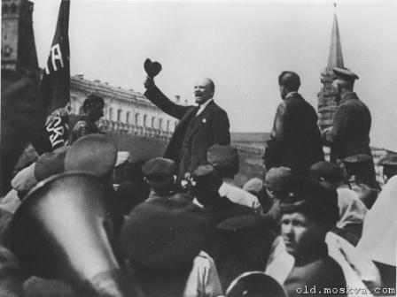 Фото выступления Ленина на митинге.