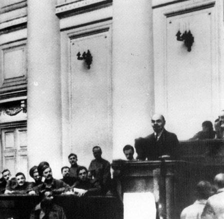 В.И. Ленин говорит речь в Таврическом дворце.  Петроград  Апрель 1917
