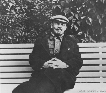 Ленин на лавочке, фото.