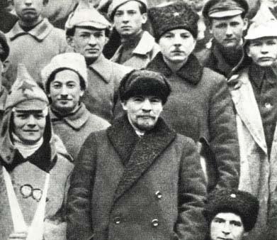 В.И.Ленин  и К.Е.Ворошилов в группе   делегатов X съезда РКП(б)