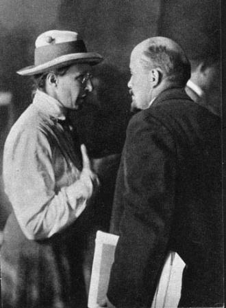 В.И.Ленин  и Е.Д.Стасова во время работы II   конгресса Коминтерна в Кремле.