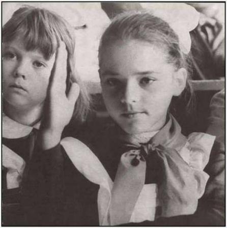 Девочка в школе, фото жизни в Советском Союзе.