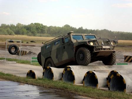 Тигр на трубах. Фото российской военной  техники