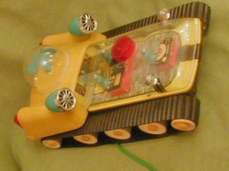 Игрушка советская на гусеничном ходу.