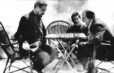 В.И. Ленин зевает. Партия в шахматы с А.А. Богдановым, в гостях у Максима Горького.