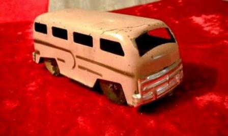 Игрушечный автобус, игрушки из детства.