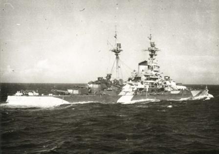 Советский линейный корабль Архангельск в плавании