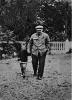 В. И. Ленин с племянником Виктором в парке в Горках. Август-сентябрь 1922 г.